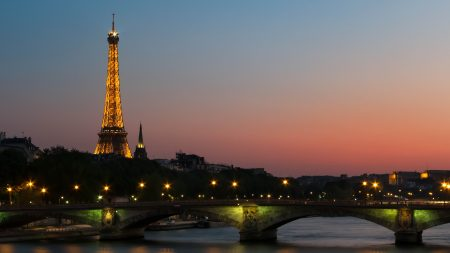 photo-of-eiffel-tower-with-lights-149637